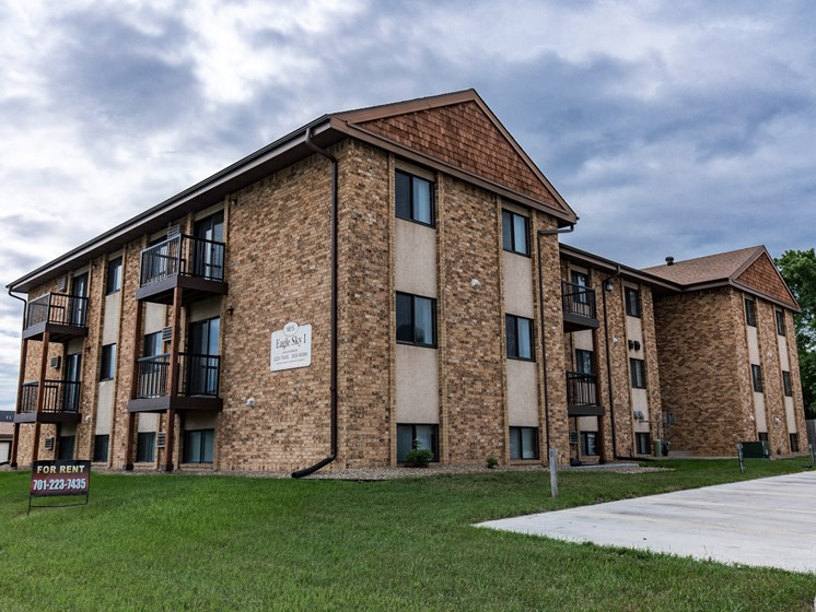 Eagle Sky II Apartments | Bismarck, ND