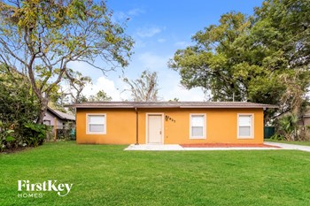 2827 W Harwood St 3 Beds House for Rent Photo Gallery 1