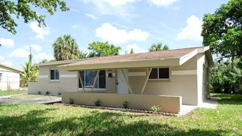 3841 NW 7Th Ct 3 Beds House for Rent Photo Gallery 1