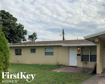 5350 NW 12Th St 5 Beds House for Rent Photo Gallery 1