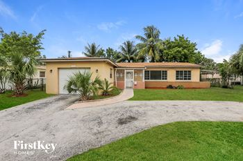 5983 NW 15th Ct 5 Beds House for Rent Photo Gallery 1
