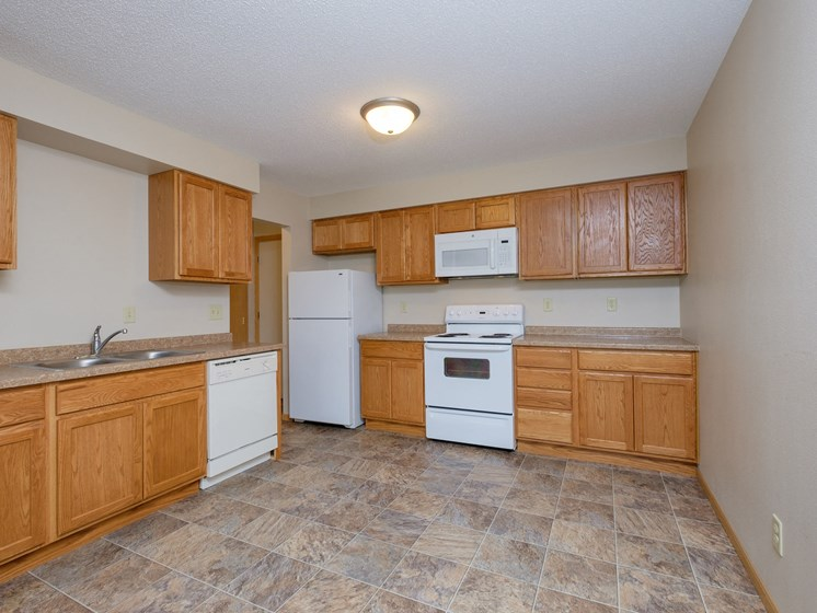 Birchwood II Apartments | 2 Bedroom | Kitchen | Dining