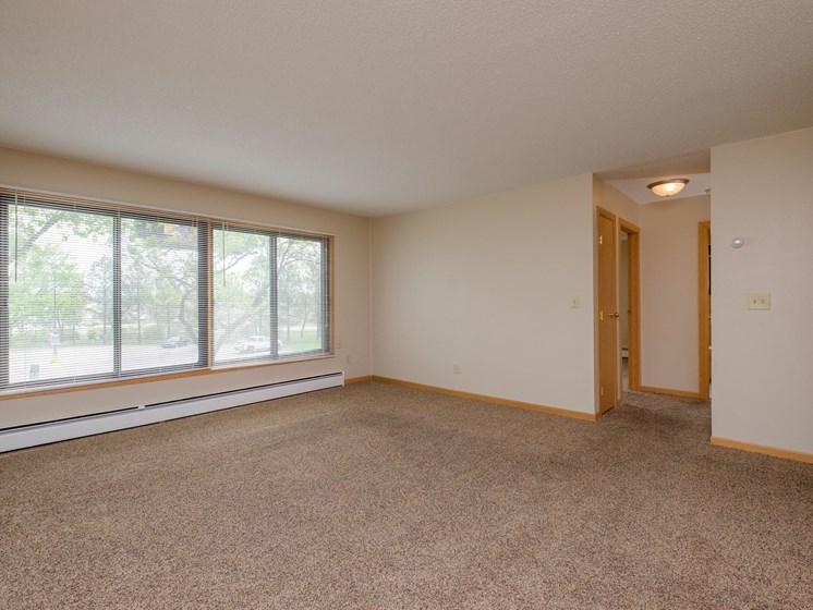 Birchwood II Apartments | 2 Bedroom | Living Room