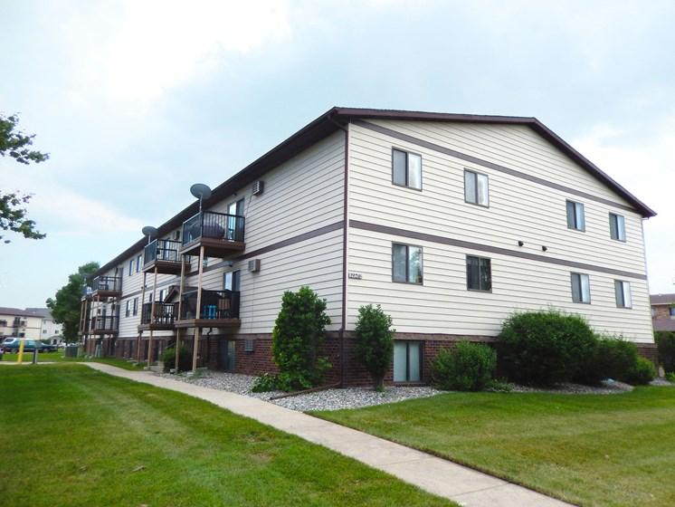 Oak Court Apartments | Fargo, ND
