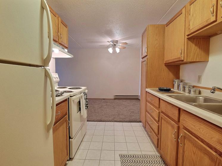 Alden Pines Apartments | 2 Bedroom | Kitchen