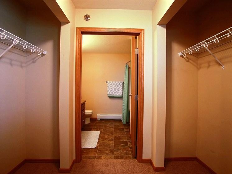 Wolf Creek Apartments | 3 Bdrm - Mstr Bedroom Closet