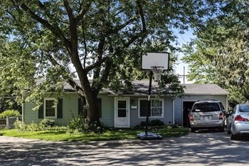 814 Spruce Ct 2 Beds House for Rent Photo Gallery 1