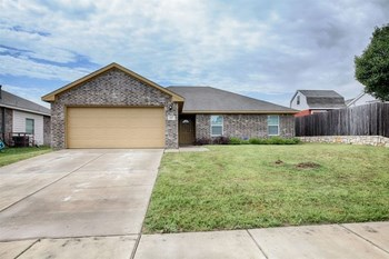 917 Haley Dr 4 Beds House for Rent Photo Gallery 1