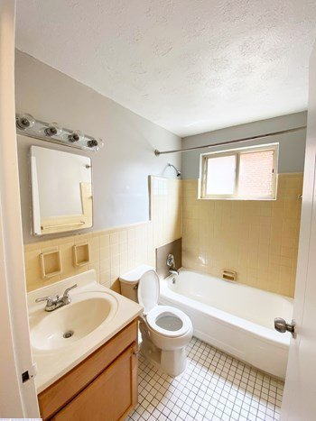 558, 562, 566 Lowell Avenue 1-3 Beds Apartment for Rent Photo Gallery 1