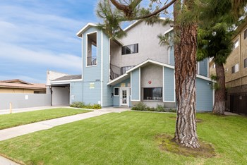 13700 Lemoli Ave. 3 Beds Apartment for Rent Photo Gallery 1