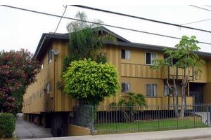 521 W. Hyde Park Blvd. 1-2 Beds Apartment for Rent Photo Gallery 1
