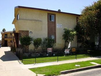 4362 W. 130th St. 1 Bed Apartment for Rent Photo Gallery 1