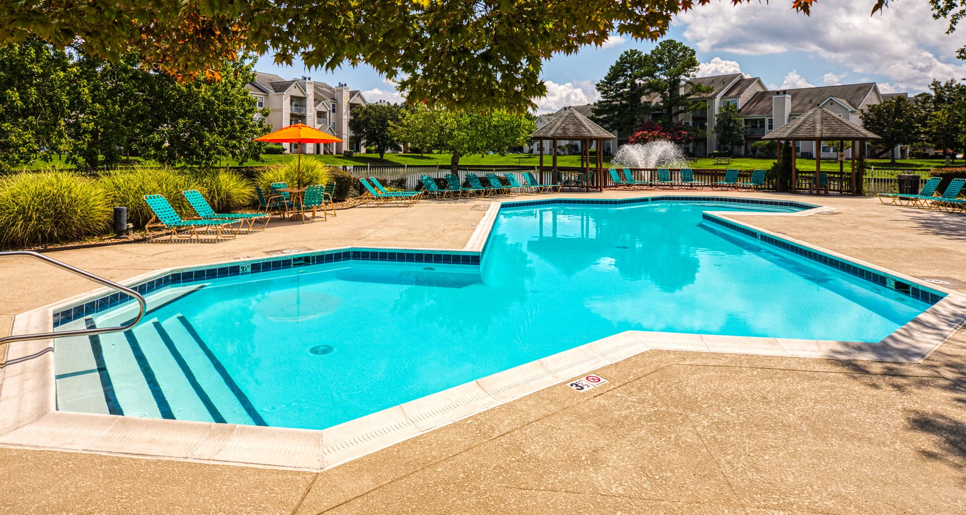 Pool_Latitudes_ Apartments 23_