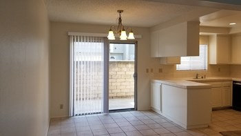 747 Warwick Ave. 3 Beds House for Rent Photo Gallery 1