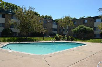 321 Larpenteur Avenue East 1-3 Beds Apartment for Rent Photo Gallery 1