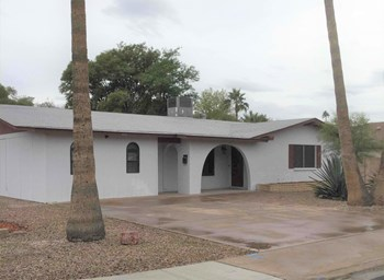4924 S Hazelton Lane 4 Beds House for Rent Photo Gallery 1