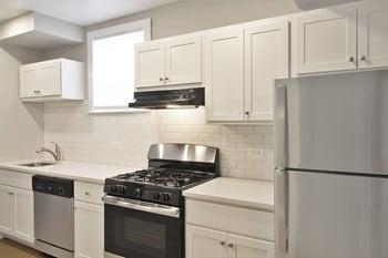 305 S. Oak Park Ave Studio Apartment for Rent Photo Gallery 1