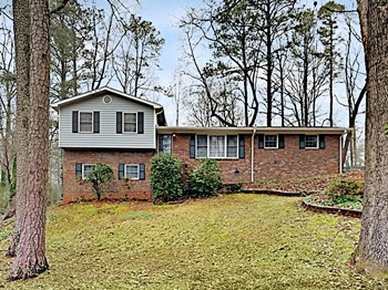 482 White Oak Drive SW 3 Beds House for Rent Photo Gallery 1