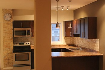 557 Victor Street 4 Beds House for Rent Photo Gallery 1