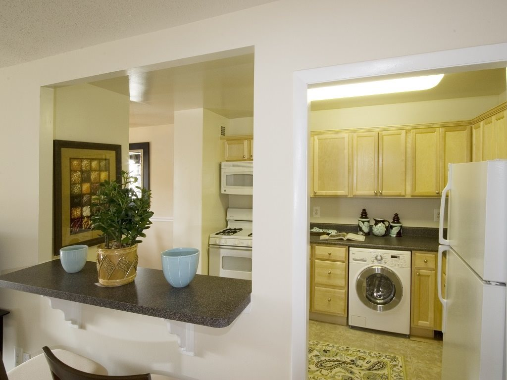 Kitchen with a breakfast bar and W/D at Circle Towers in Fairfax, VA