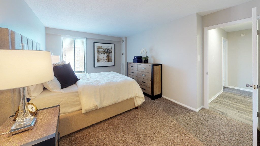 PLATINUM Large Bedroom with Modern Furniture and Walk-in Closet at Trillium Apartments in Fairfax