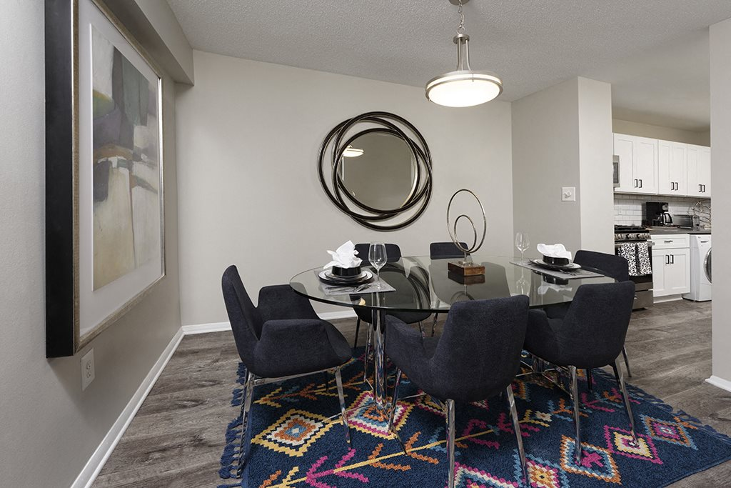 PLATINUM Dining Area for 6 People at Trillium Apartments in Fairfax, VA