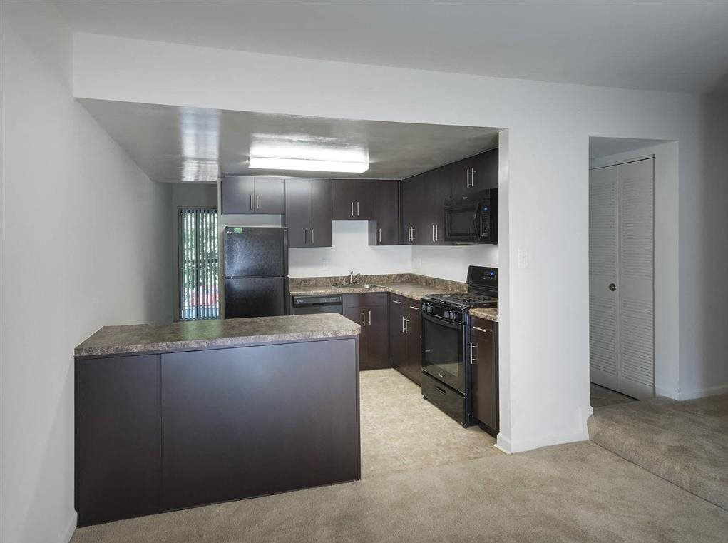 Apartment Kitchen With Granite Countertops at Trillium Apartments in Fairfax, VA
