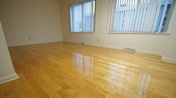 28800 - 28860 Chagrin 1 Bed Apartment for Rent Photo Gallery 1