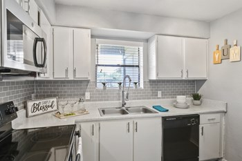 6401 Hulen Bend Blvd. 2 Beds Apartment for Rent Photo Gallery 1