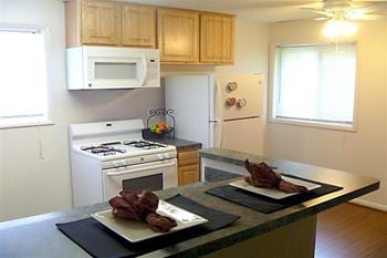 611 Edgewood Rd  1-2 Beds Apartment for Rent Photo Gallery 1