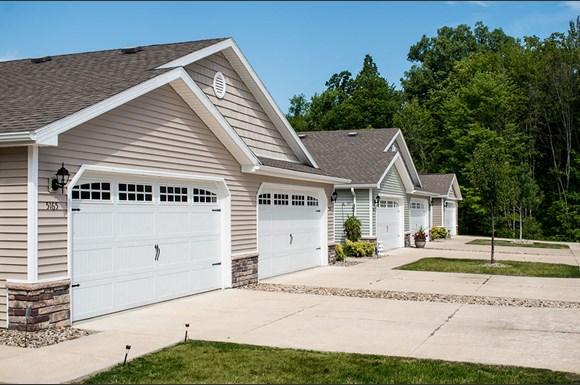 Welcoming Neighborhood Setting Grand Blanc Michigan Apartment Rentals Redwood Living Garage With Windows