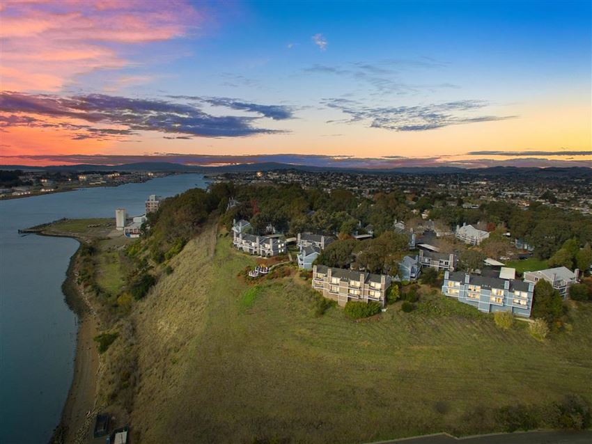 Stunning Views of the Bay from Your One or Two Bedroom Apartment