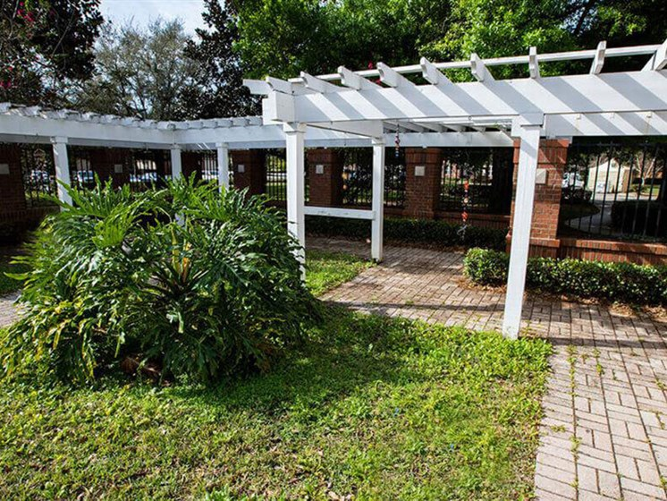 Courtyard Garden Space at Savannah Court & Cottage of Oviedo, Oviedo