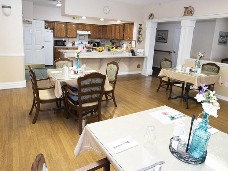 Entertaining Kitchen And Dining at Savannah Court & Cottage of Oviedo, Oviedo, Florida