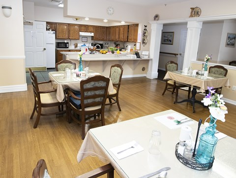 Entertaining Kitchen And Dining at Savannah Court & Cottage of Oviedo, Oviedo, Florida