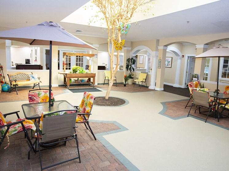 Social Gathering Lounge at Savannah Court & Cottage of Oviedo, Oviedo, FL, 32765