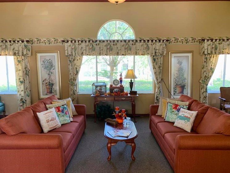 Resident Lounge at Savannah Court of Bartow, Bartow