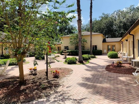 Courtyard With Ample Sitting at Savannah Court of Bartow, Florida