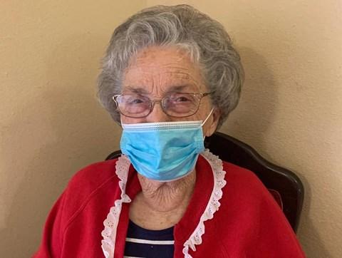 Senior Resident Wearing A Mask at Savannah Court of Bartow, Florida, 33830