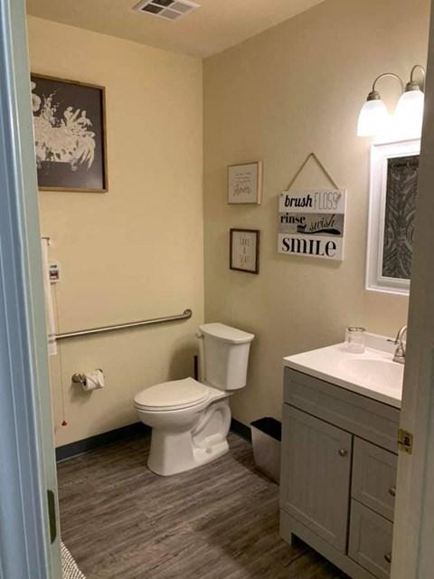 Luxurious Bathrooms at Savannah Court of Bartow, Bartow, FL