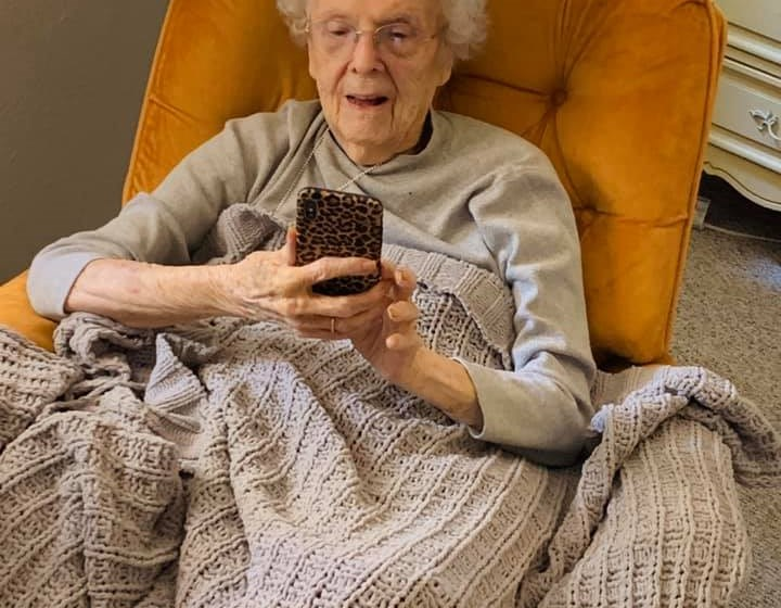 Senior Resident On A Mobile at Savannah Court of Bartow, Bartow, 33830