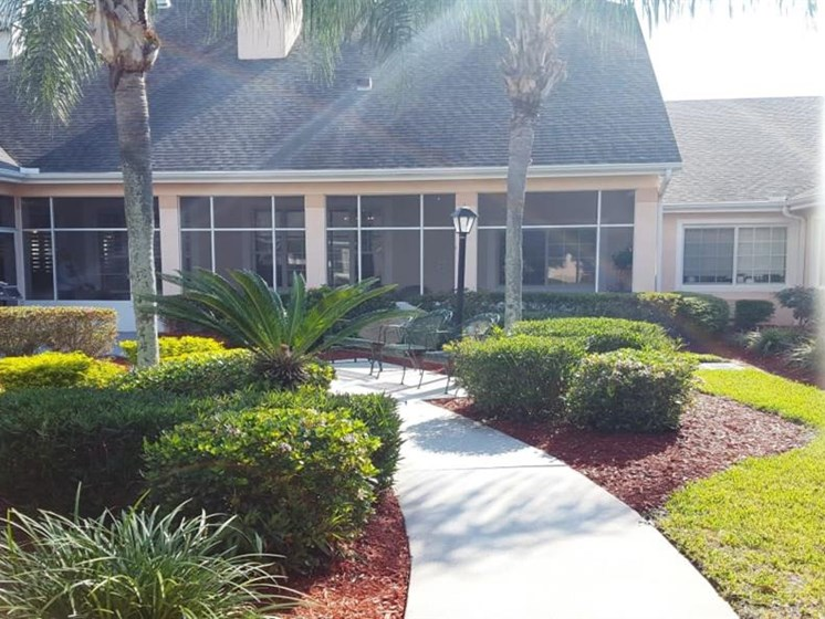 Courtyard With Green Space at Savannah Court of Brandon, Florida, 33510