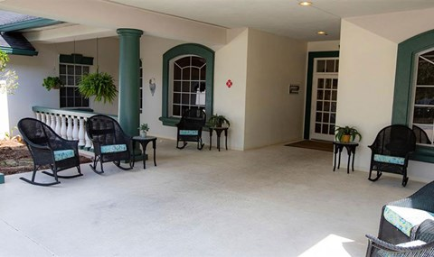 Outdoor Patio Area at Savannah Court of Orange City, Florida