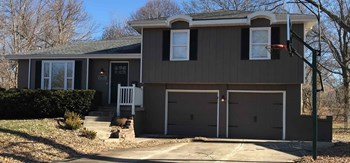 1608 S Lindenwood Drive 4 Beds House for Rent Photo Gallery 1