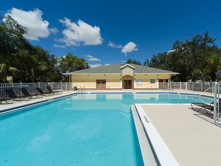 outdoor pool_Cypress Oaks Apartments Leesburg, FL