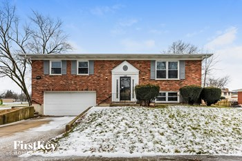 542 N Longwood Dr 4 Beds House for Rent Photo Gallery 1