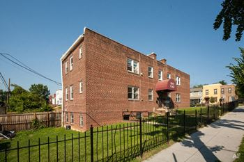 1307-1309 Holbrook St. NE 1-3 Beds Apartment for Rent Photo Gallery 1