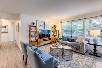 1515 Bellevue Way NE 1-2 Beds Apartment for Rent Photo Gallery 1