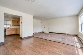 500 Sleepy Hollow Road 2-4 Beds Apartment for Rent Photo Gallery 1