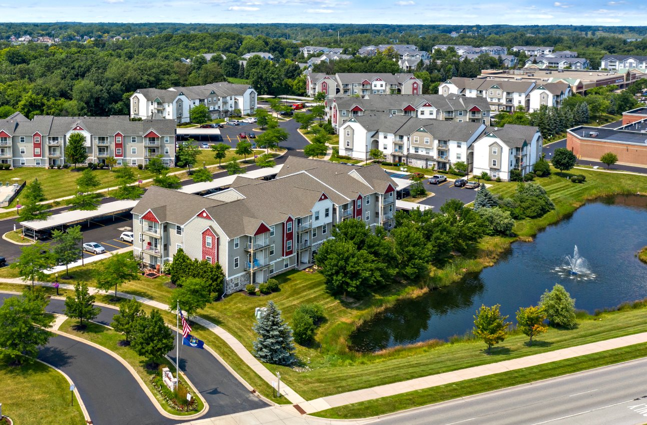 Welcome to Fairfield Apartments and Condominiums in Fenton, MI